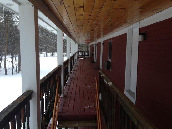 Norseman Inn: Second floor walkway