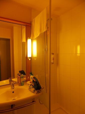 Ibis Paris Gare du Nord La Fayette : La salle de bain