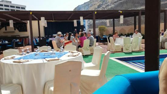 Tulip Inn Downtown Muscat: Zona pranzo area piscina