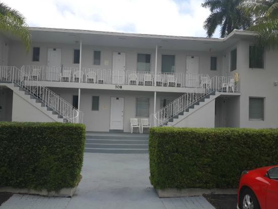 Summerland Suites: Frente de las habitaciones