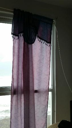 Hotel Colombus: Curtains with Pvc rods.