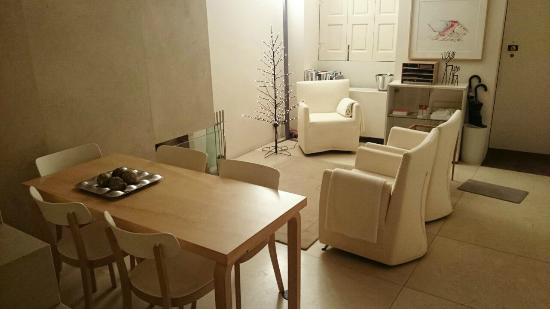 THE 4ROOMS : L'ingresso dell'Hotel