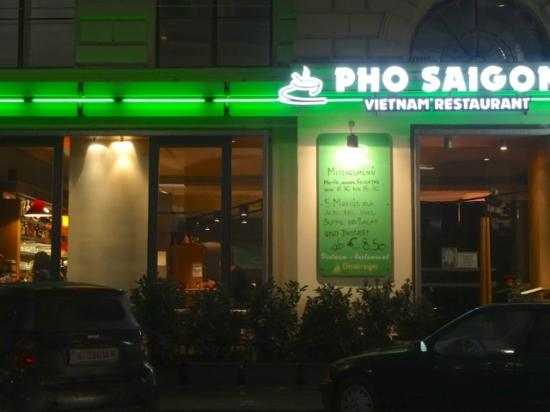 Exterior of restaurant on Hegelgasse, night time