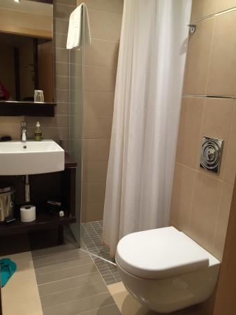 Center Hotel Plaza Needs Maintenance Bathroom With Half Glass Curtain Shower