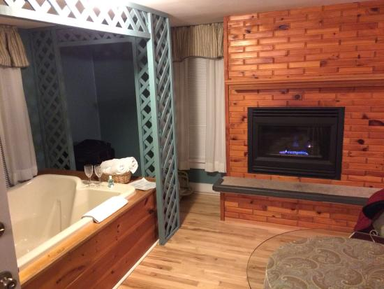 Justin Trails Resort: Fireplace/Jacuzzi