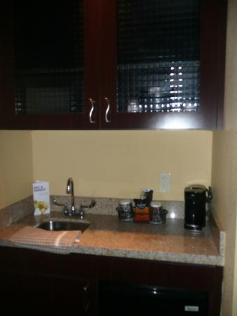 SpringHill Suites West Palm Beach I-95: Kitchen corner in room