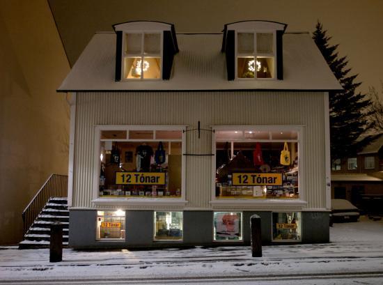 12 Tonar - late night in winter
