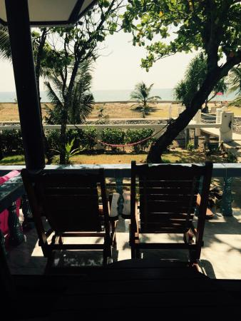 Lanta Il Mare Beach Resort: View Out of our Bungalow