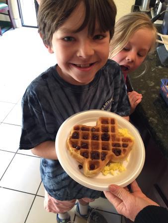 SpringHill Suites El Paso: Texas Waffles!