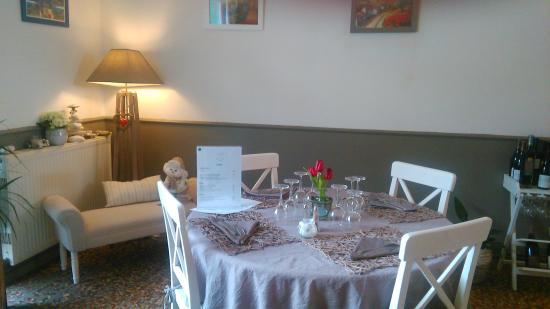 Bras-d'Asse, France : salle du restaurant