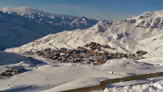 View of val thorens village from slopes club med val thorens sensations - Club med val thorens ...