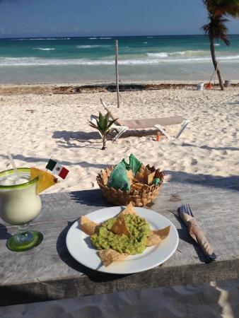 Suenos Tulum : Snacks on the beach