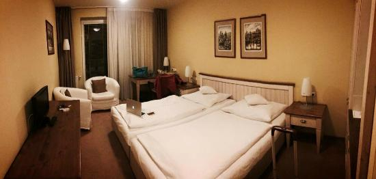 Dolce Villa Hotel: double room