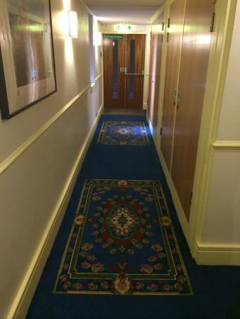 Wellington Park Hotel: Smelly and outdated