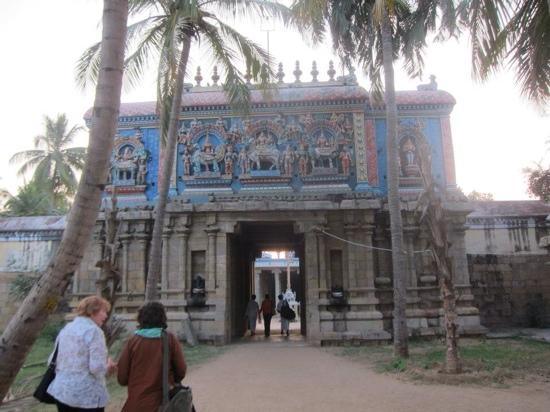 Swamimalai, Indie: the doorway to the temple