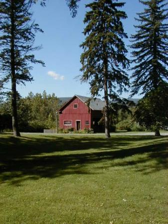 River Bend Farm: view of barn