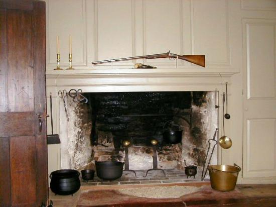 Williamstown, MA: tap room fireplace