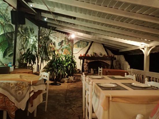 Te Honu Iti: Dining Area on the Water