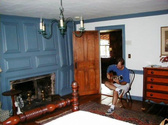 Williamstown, MA: bedroom/parlor