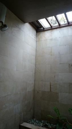 open concept shower - Picture of Gili Exotic Villa, Gili Trawangan ...