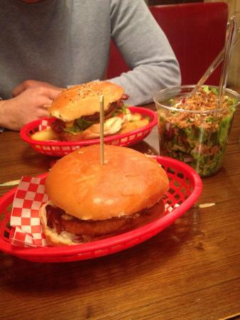 Burger'N'Co: Burgers highway to hell (au fond) et be Quick or be dead (devant)