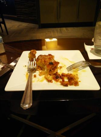 Dallas/Fort Worth Airport Marriott: Bread Pudding .  Dessert too simple.