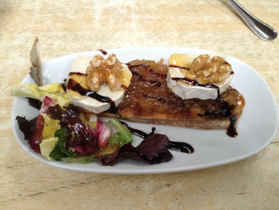 La Cruz Blanca : Rulo de cabra con cebolla caramelizada y miel.