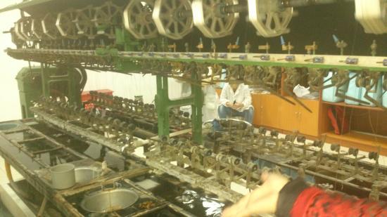 Beijing Dong Wu silk Museum : Machine to unwind silk cocoon
