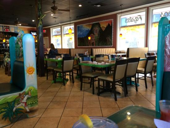 Sol Azteca: Very colorful and charming interior.