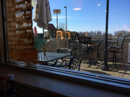 Sol Azteca: Outdoor seating area for warmer weather.