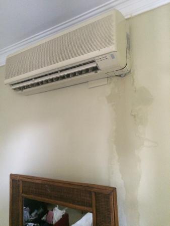 Bavaretto Ocean Club: leaking air conditioning