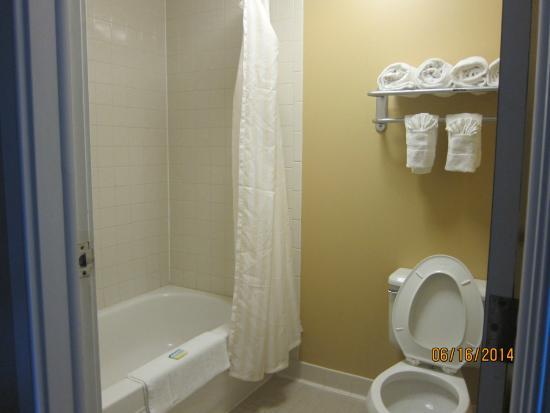 Hatteras Island Inn Buxton : bathroom
