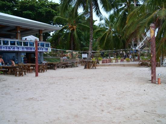 Bohol Divers Resort: Beach front and volleyball net
