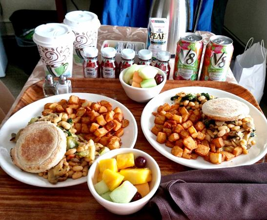 RIT Inn & Conference Center: Vegan Room Service! spinach, mushrooms, escarole, and white beans on English muffin, home fries,