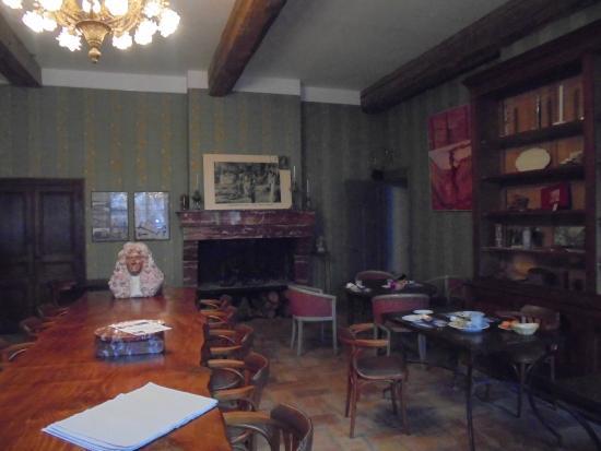 Hotel La Marbrerie: salle a manger et musée du marbre