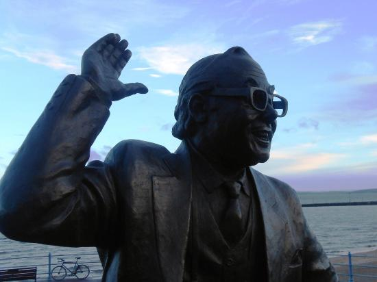 The Morecambe Bay Hotel: Eric Morecambe statue 2 minutes walk from the hotel