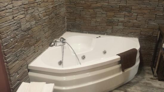 Gajano, Espanha: Bañera de hidromasaje en la habitación