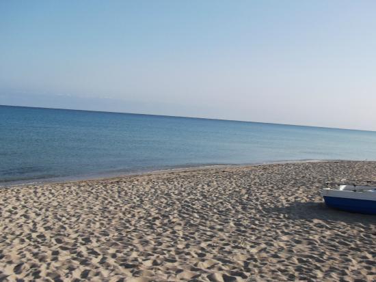 Villaggio Baia delle Mimose: Spiaggia e mare