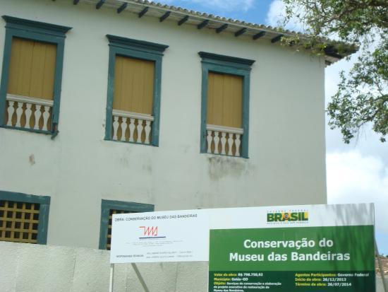Museu das Bandeiras: Arquitetura externa imponente