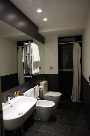 Hotel Mancino 12: salle d'eau