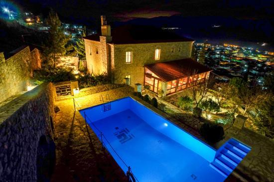 Kiriaki Traditional Hotel : swimming pool at night