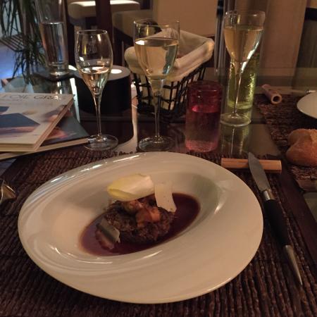 La Gentilhommiere Restaurant Etincelles : Entrée : civet de chevreuil et lapin avec bulot et sauce cacao