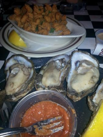 Acme Oyster House: Dz oysters and fried crawfish