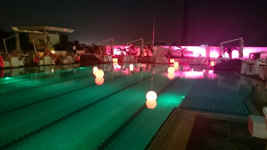 Hilton Colombo Residences: Pool side on Valentines day 2015