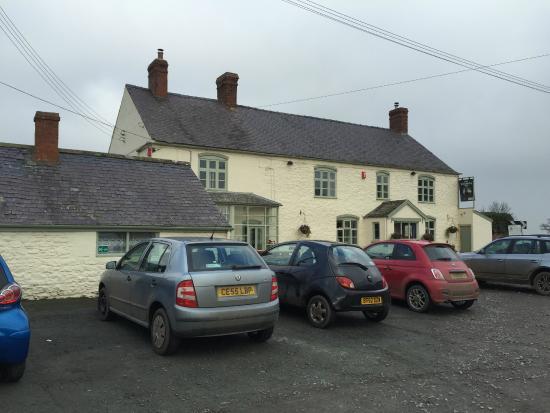 The Windmill Inn: Outside the pub