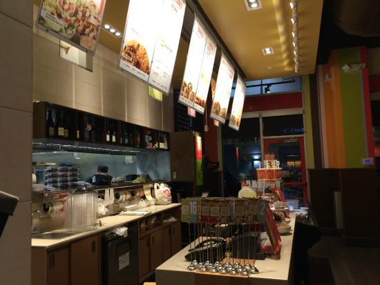 Zoes Kitchen : Inside