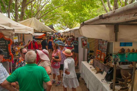 Eumundi, Avustralya: A busy market