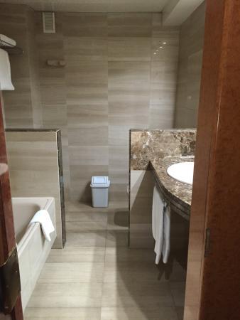 Acacia Suites: Bathroom