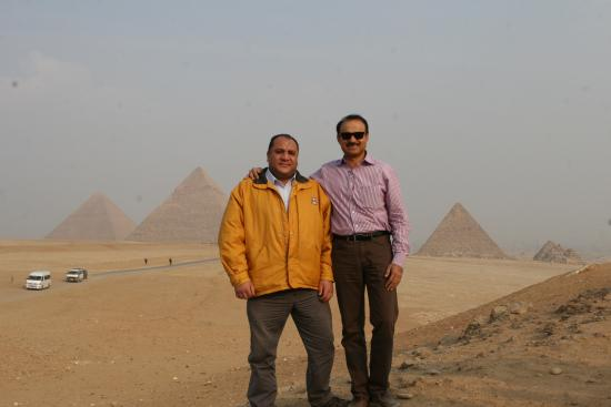 Emad Abu Hadeda - Private Day Tours : At the Pyramids with Emad