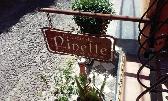 El Jardin de Ninette : Sign outside